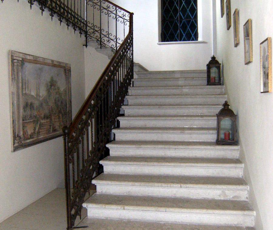 Historic villa Lake Garda sale with stunning lake view 29