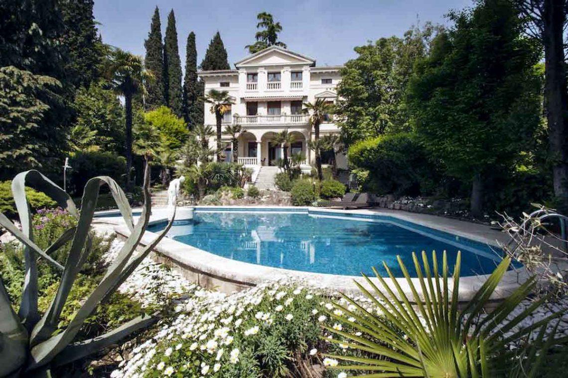 Historische Villa Gardasee zur Miete am See 01