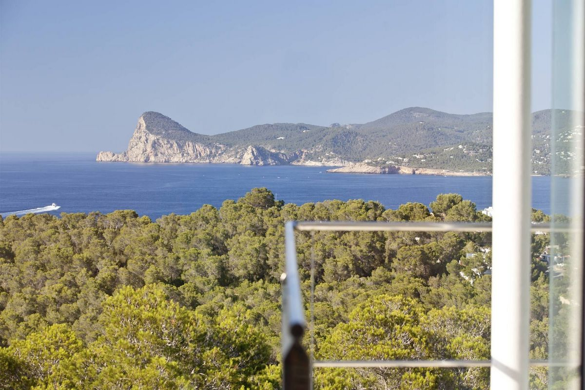 Ibiza Villa zur Miete mit Infinity Pool und Meerblick, von minimalistischen Design