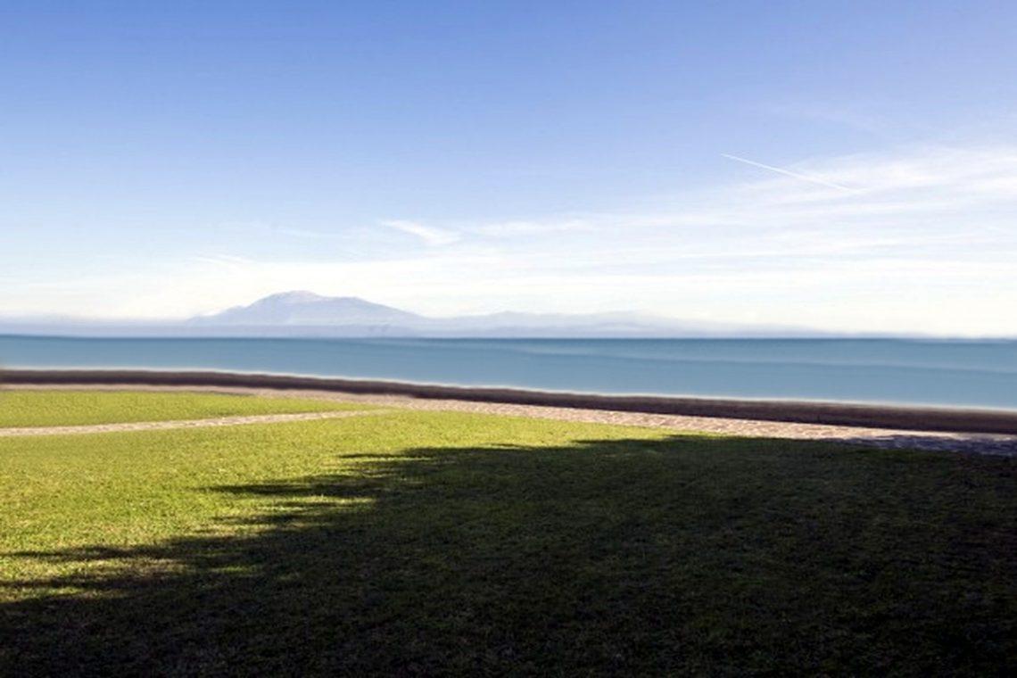 Waterfront villa Lake Garda 04