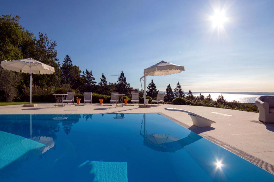 Villa Padenghe Verkauf mit Seeblick und Panoramapool 03