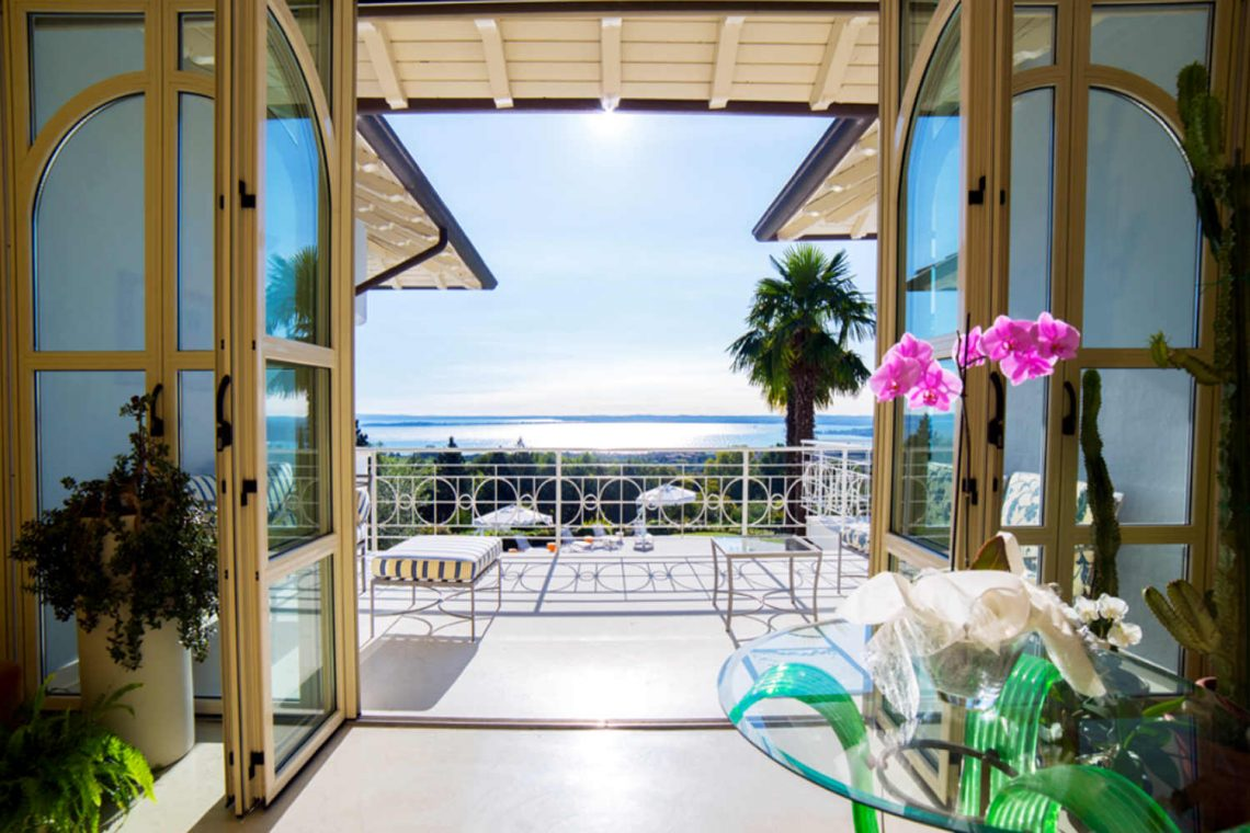 Villa Padenghe Verkauf mit Seeblick und Panoramapool 10