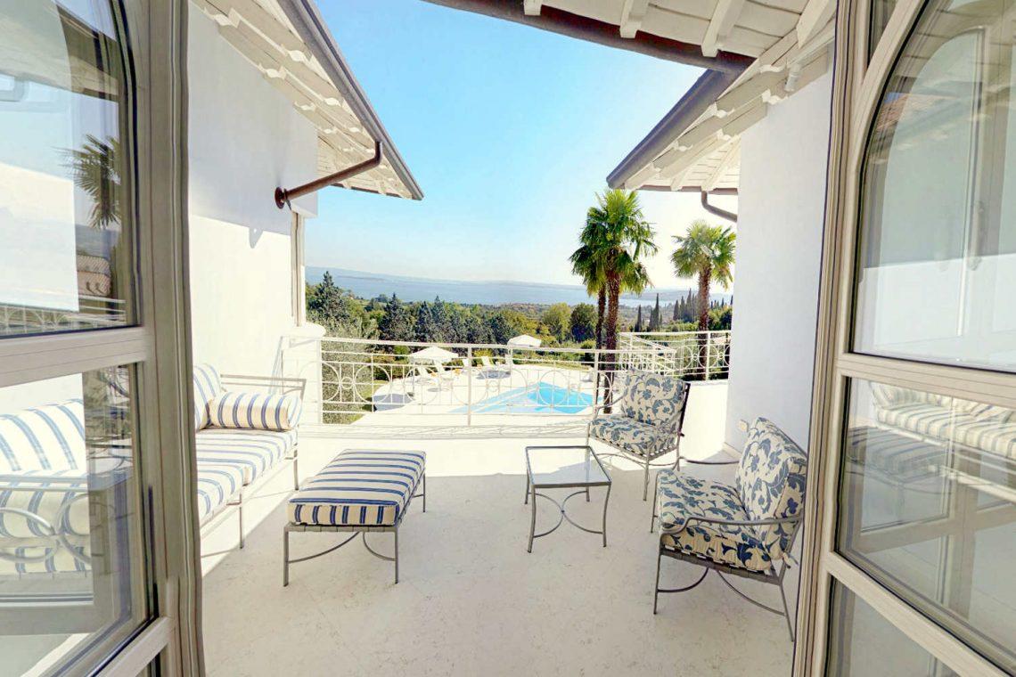 Villa Padenghe Verkauf mit Seeblick und Panoramapool 12
