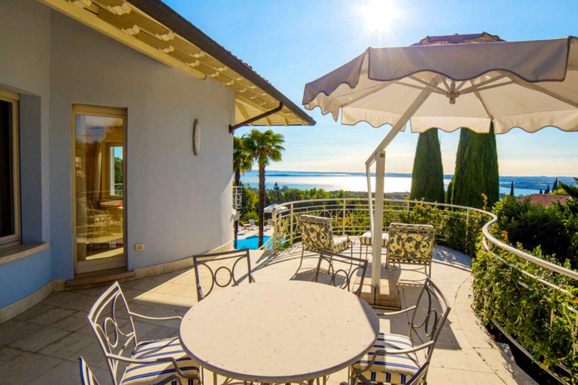 Villa Padenghe Verkauf mit Seeblick und Panoramapool 14