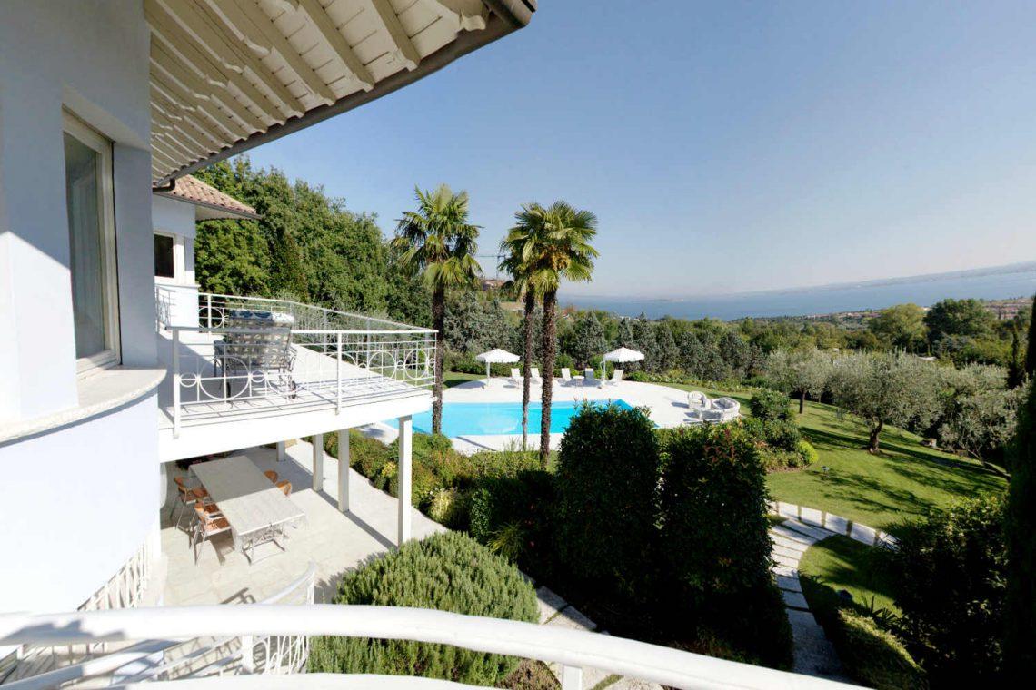 Villa Padenghe Verkauf mit Seeblick und Panoramapool 22