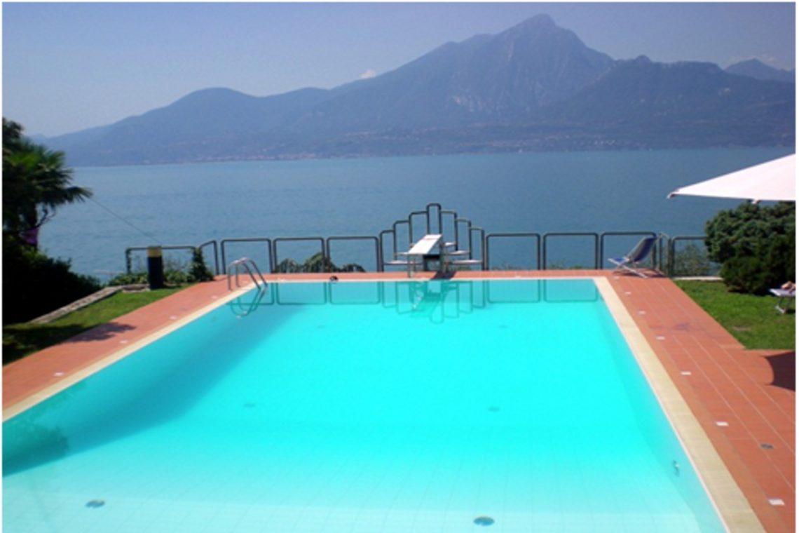 Villa Torri del Benaco mit Seeblick mit Panoramapool 01