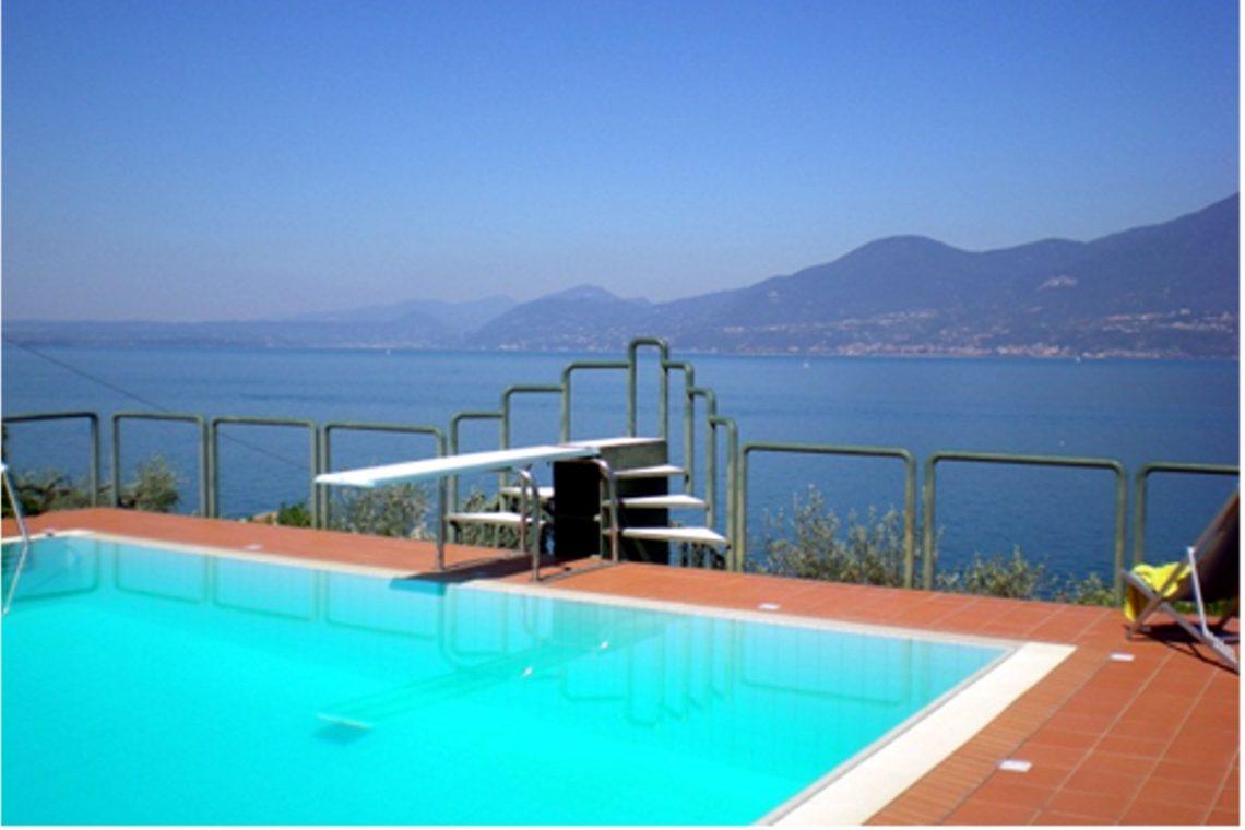 Villa Torri del Benaco mit Seeblick mit Panoramapool 02