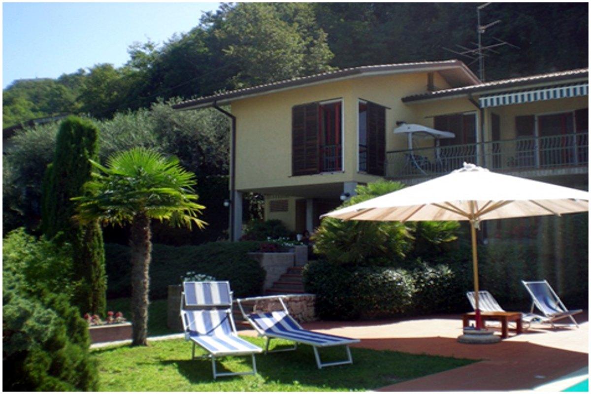 Villa Torri del Benaco mit Seeblick mit Panoramapool