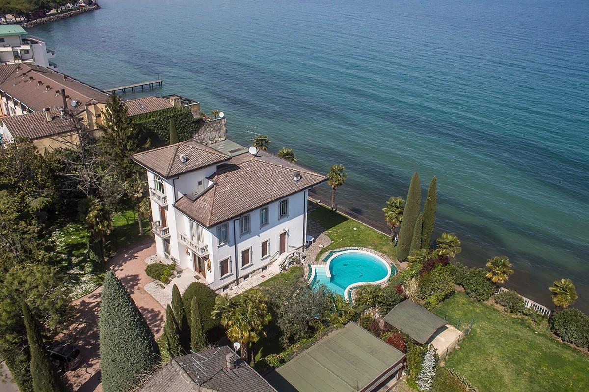 Liberty Villa in Desenzano del Garda Direkt am See zu verkaufen