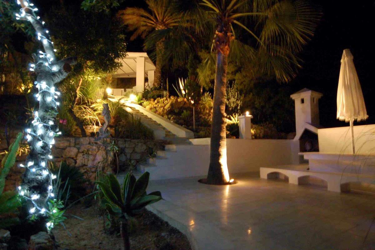 Luxusvilla Ibiza zu vermieten direkt am Meer