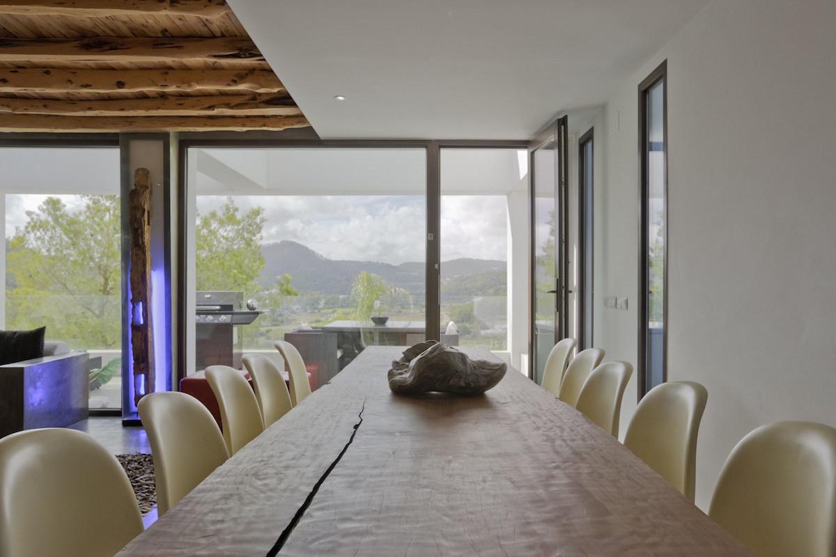 Minimalistische Villa Ibiza zu vermieten mit tropischem Pool