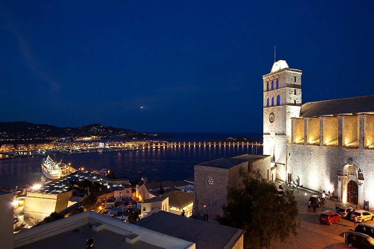 Ibiza historischen Palast mit Meerblick