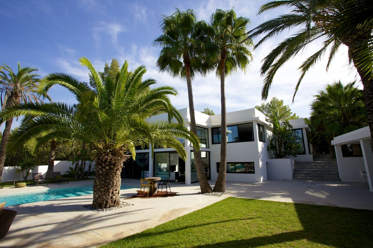Ibiza mieten villa mit Pool und exotischem Garten