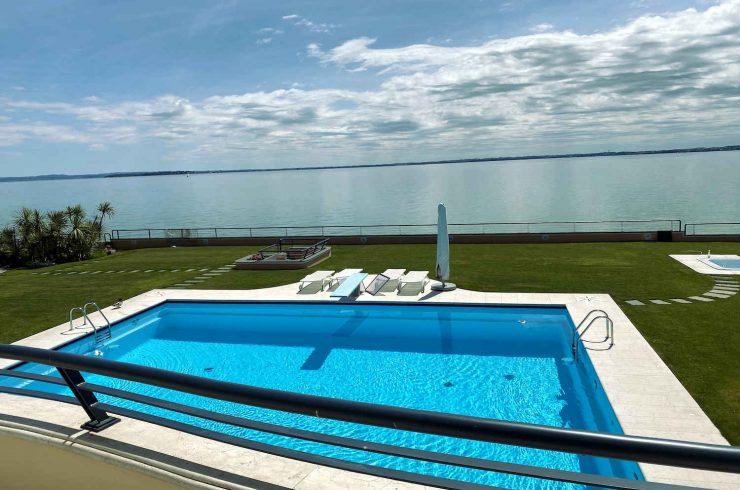 Luxusvilla Gardasee direkt am See zu verkaufen